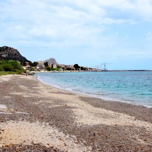 """La spiaggia dell""""'Aciddara"""", dove approdarono i Fenici fondatori di Solunto"""