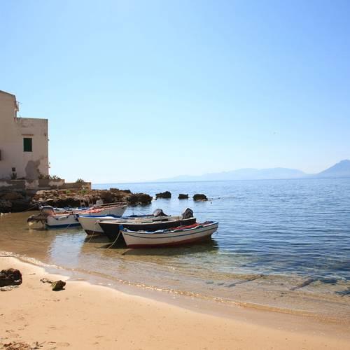 Spiaggia di Sant'Elia, un angolo in cui la natura ha dato il meglio di sè