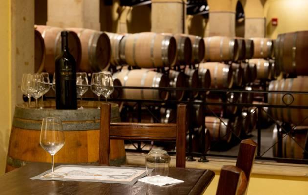 Casteldaccia da bere e da gustare, viaggio nella tradizione vinicola e dolciaria